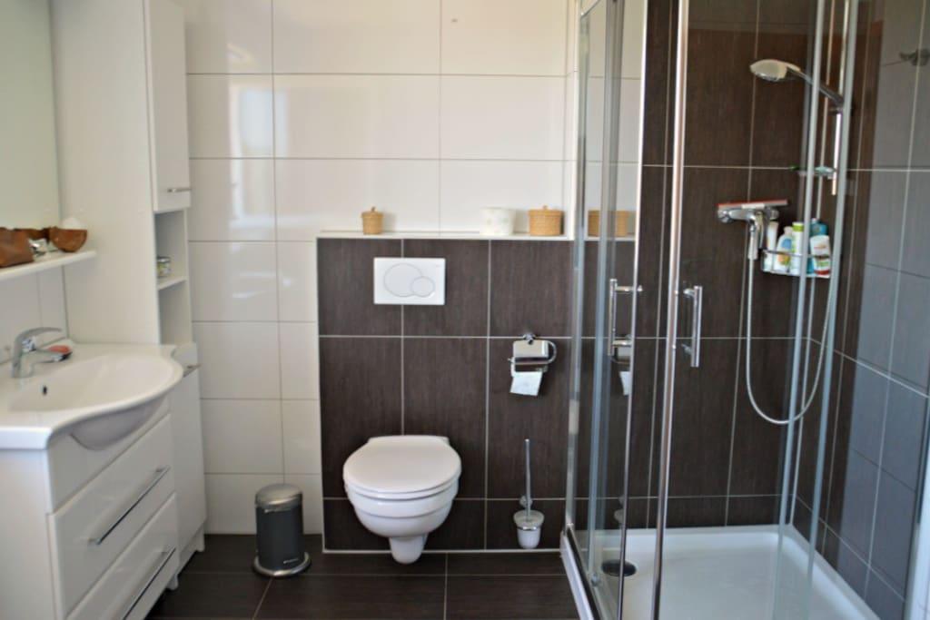 Bad zur Mitbenutzung, weiteres Gäste-WC separat