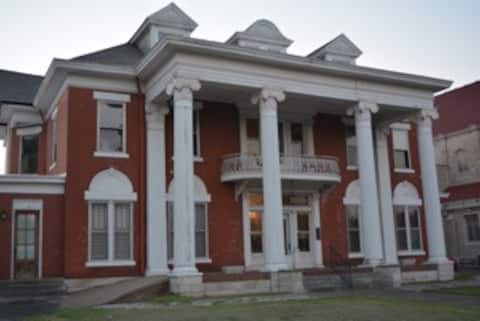 Studio Apartment within Beautiful Historic Mansion