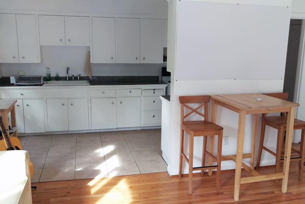 Open Kitchen w/ Table