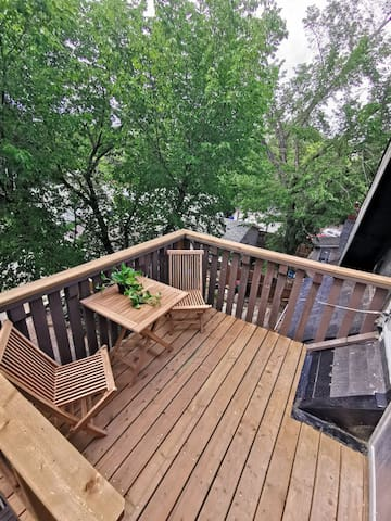 Third floor private deck and patio furniture.