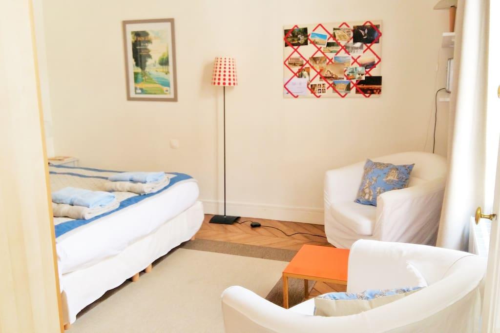 Une chambre douillette et au calme, propice au repos ou à la farniente