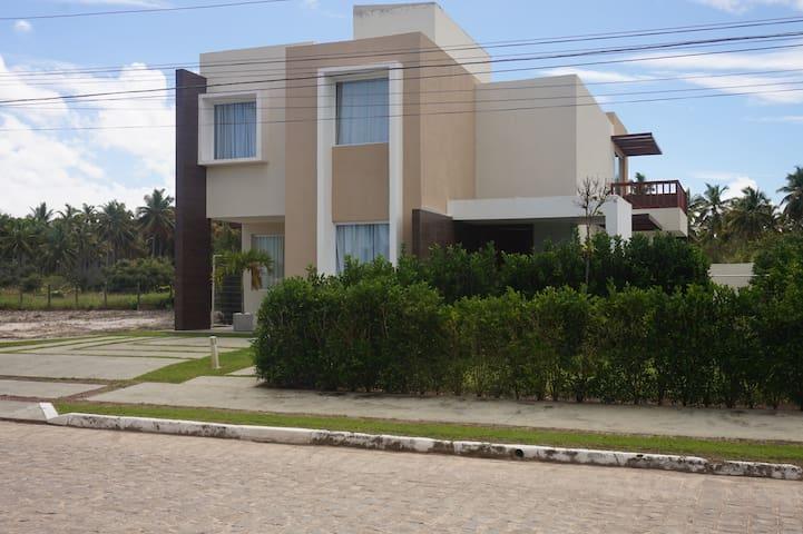 Casa no condomínio do Hibiscus Maceió
