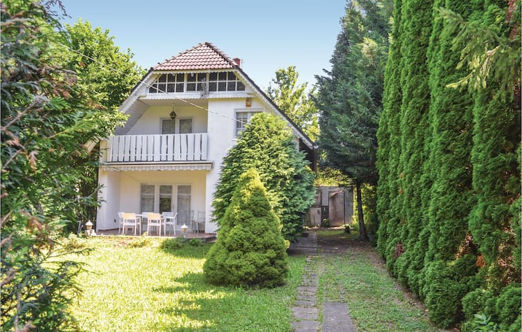 Holiday cottage with 4 bedrooms on 100m² in Siófok