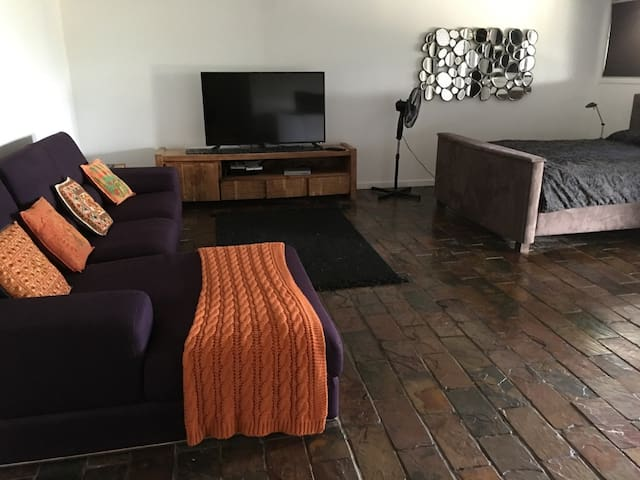 Huge self contained living space - Stafford Heights - Talo
