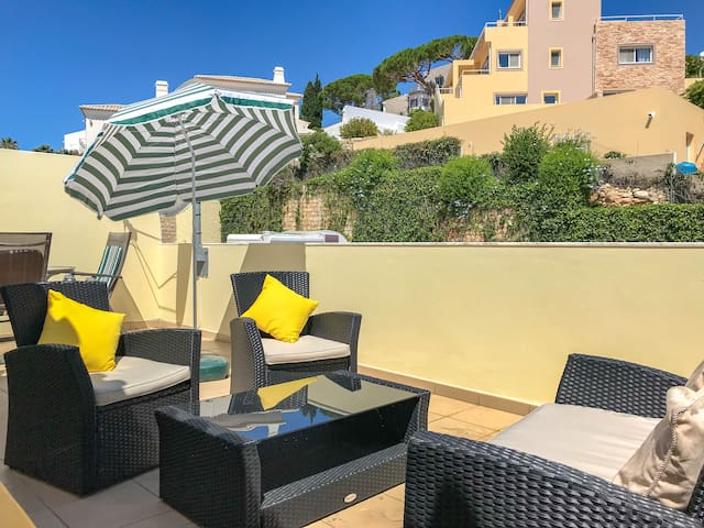Fabulous 2 bed townhouse in center of Carvoeiro