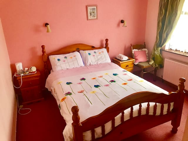 Double ensuite bedroom, Dingle Town Centre