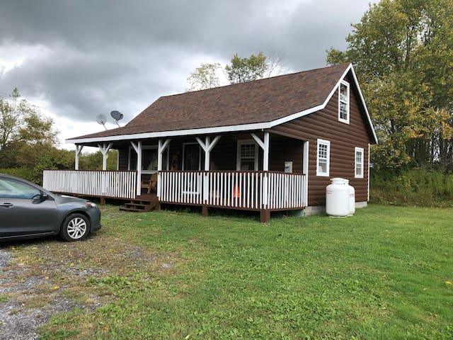 Quiet cabin for Tug Hill Getaway!
