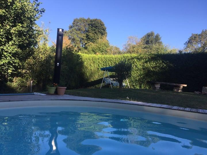 Espace privé dans propriété avec piscine