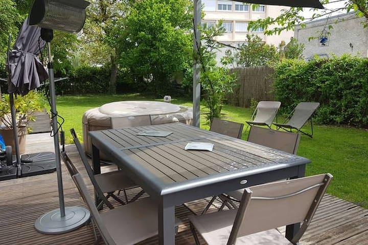 Chambre avec salle de bains et cuisine dans maison - Bourges - Apartment