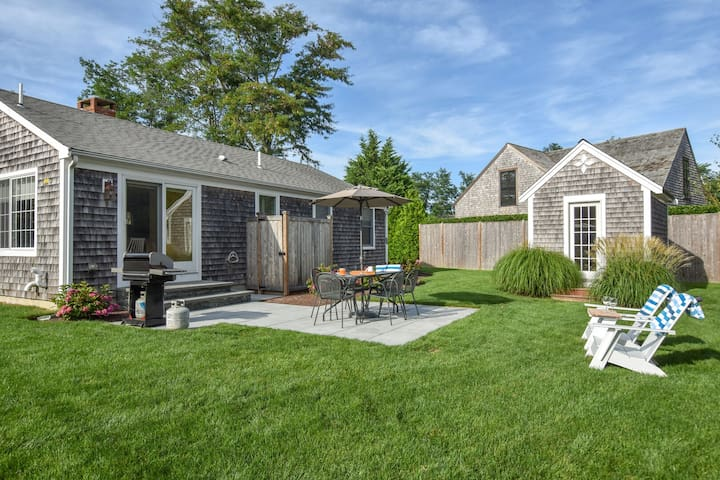 #504: Fully updated, walk to Rock Harbor, 2 min drive to downtown, central A/C!
