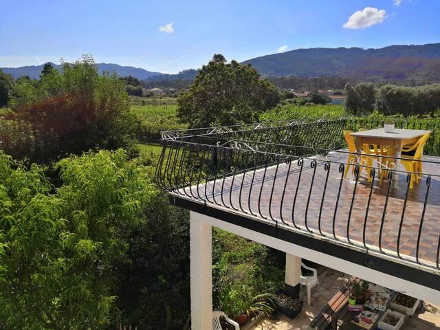 Casa de campo perto do Rio Lima