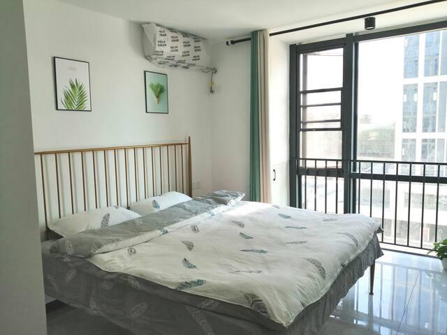 一号地铁#福州火车南站现代公寓#轻奢大床房