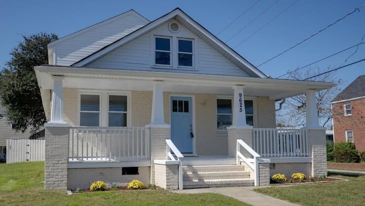 4-bed/3-bath BEACH HOUSE two blocks from the bay