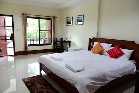 Gita's House, King Bed in Green & Quiet in Town - Mueang Chiang Rai - Guesthouse