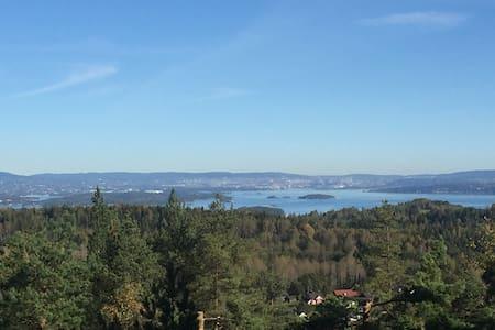 Hytte med fantastisk utsikt +stille - Heggedal