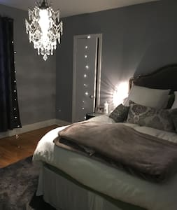 Cozy Warm Glam Style Apartment Fully Furnished - Montréal