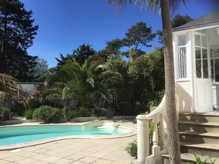 La plage à 200 m, villa de charme, piscine, piano