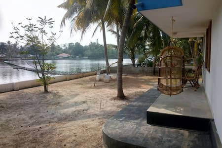 RIVER VIEW - Home Stay