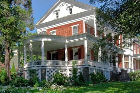 Emig Mansion Bed and Breakfast-Sarah's - York - Bed & Breakfast