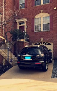 Minutes from Reston Town Center! - Reston - Townhouse