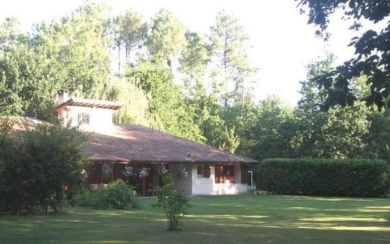 Chambres d'hôtes  Croix du lignan. - Saint-Médard-en-Jalles - Bed & Breakfast