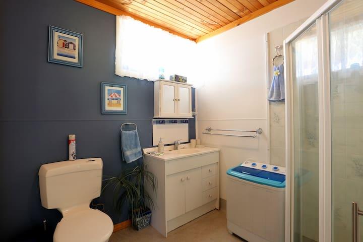 Chloe's Cabin Accommodation - White Beach - House