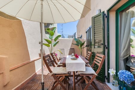 super sunny apartment + terrace barcelona central