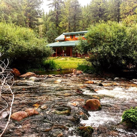 Rustic Cabin right on the Creek- Kids love it