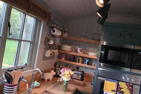 Two Shakes - coastal glamping without compromise!