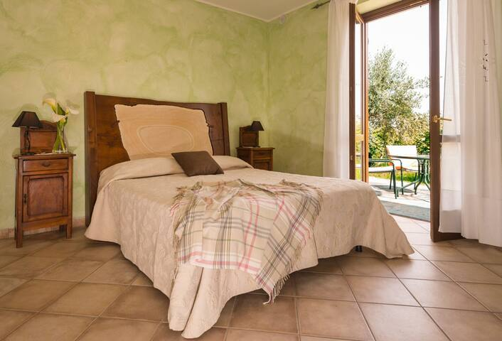 Agrialpi,camera kiwi,con vista sul M.Friolan - Bricherasio - Bed & Breakfast