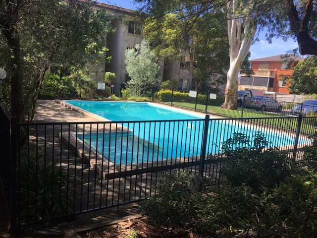 Private room close to Beach in Dee Why - Dee Why - Flat