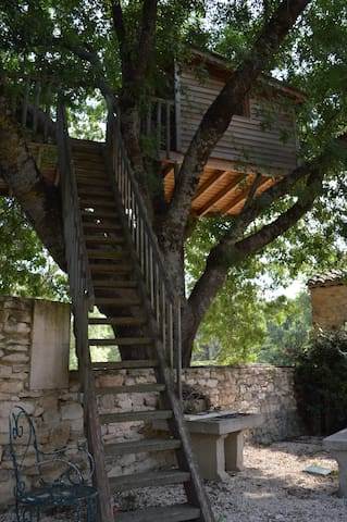 Cabane perchée en Luberon, petit déjeuner, jacuzzi
