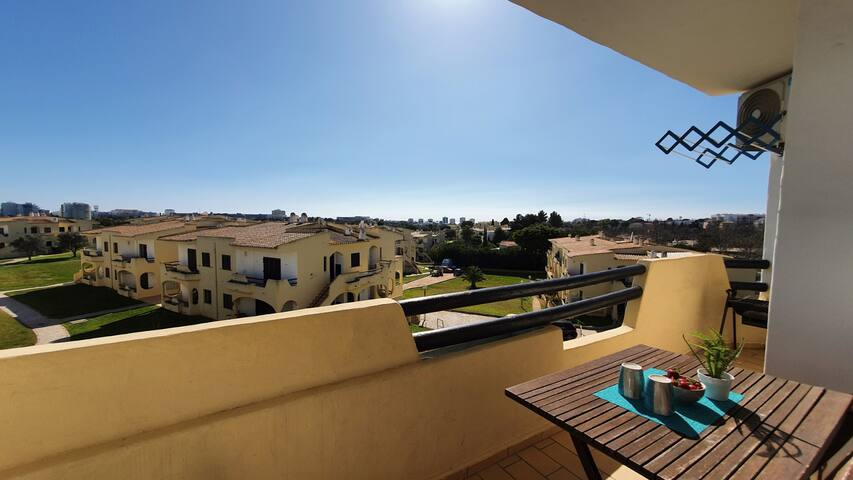 Charming Apartment in Alvor, w/ Swimming Pool