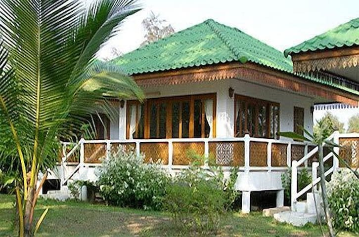 Ruen Thai Rim Haad - Bungalow B