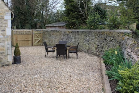 A Tranquil Cotswold Hideaway - bookings welcomed