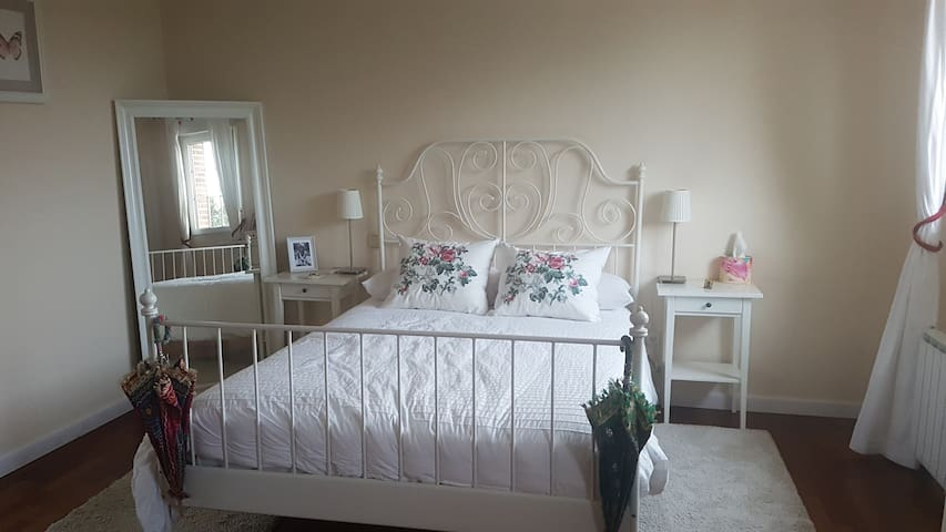 Beautiful large double bedroom in a luxury house - Villaviciosa de Odón - House