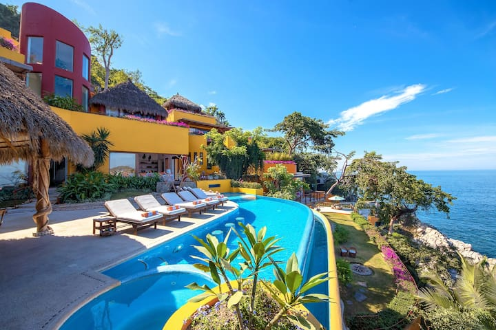Gorgeous ocean front house in Mismaloya area,