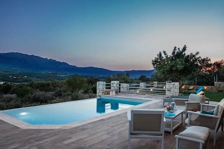Villa Nicolas-luxury home, plaka - Αλμυριδα
