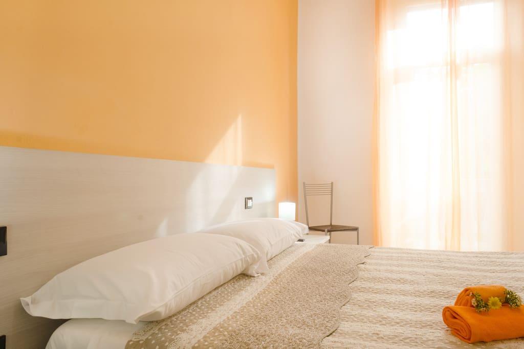 La casa di bianca orange room chambres d 39 h tes louer follonica toscana italie - Chambre d hotes orange ...