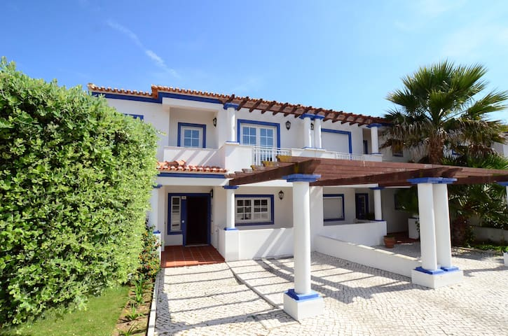 Casa Susana, sleep 8, WiFi, pool & nr to beach