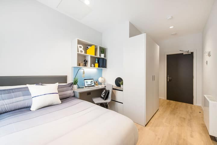 Student Only Property: Contemporary Classic Studio