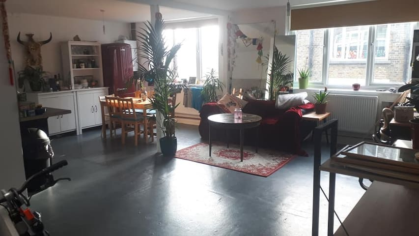 Arty warehouse conversion in Hackney Wick! Zone 2!