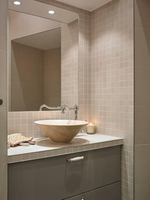 Lunt bad med badekar