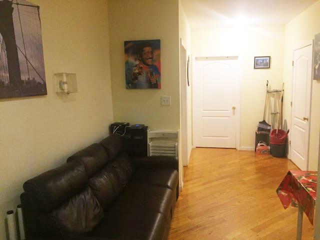 Nice, Clean bedroom 45 mins  to Midtown Manhattan