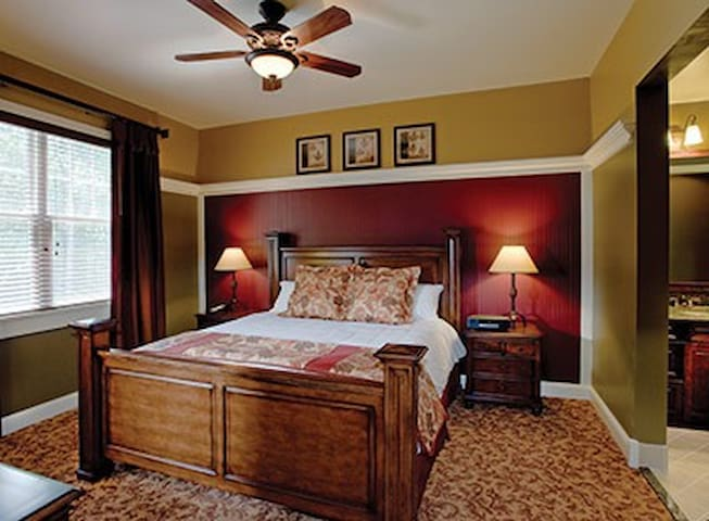 Since units are not assigned until check-in, this photo is not unit specific, but denotes the décor and value of all the units.