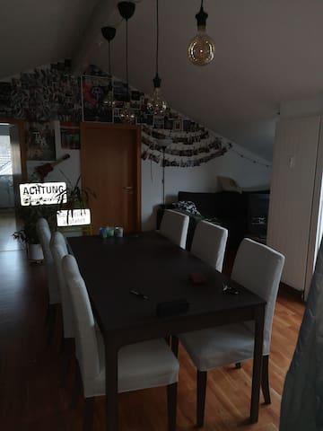 Privatzimmer in 3Z. Dachgeschosswohnung Feldkirch