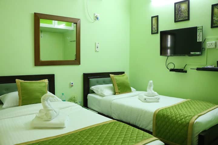 Luxury Stay Near Forest and Lake
