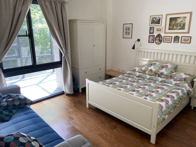 bedroom with parkside window