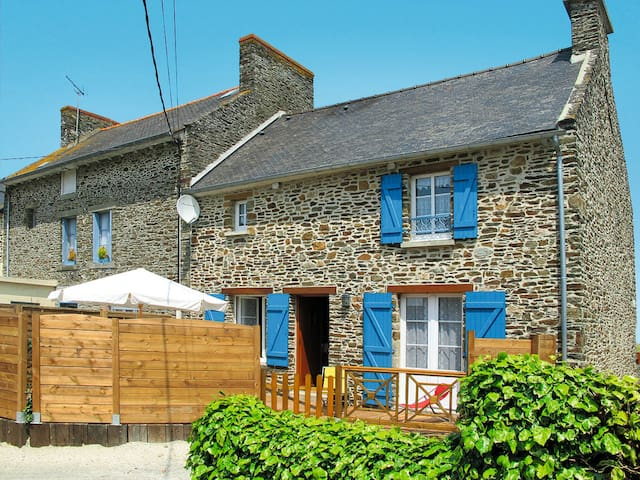 Holiday home in Saint Benoit-des-Ondes - Saint Benoît-des-Ondes - House