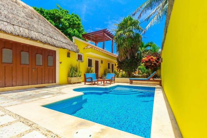 Seahorse Suite: Pool, Garden, Rooftop, Private